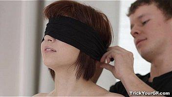 Для того чтоб девушка позволила трахнуть себя в очко, мужчине будуло вылизать её киску