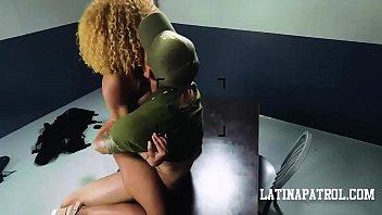 Длинноволосая блонда позвала нигера на секс в письку