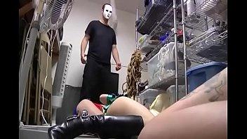 Голенькая домработница запрокинула ножки для анального секса с дилдо