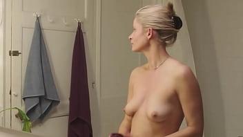 Молодая шлюха-блондинка разузнала блудливые способности русского трахальщика