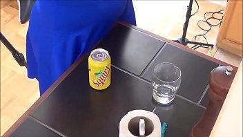 Оксана делает высокооплачиваемый отсос члена своему юноше в туалете поезда